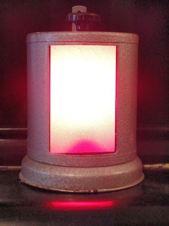 Фото-фонарь цилиндрической формы с 3-мя красными cветофильтрами