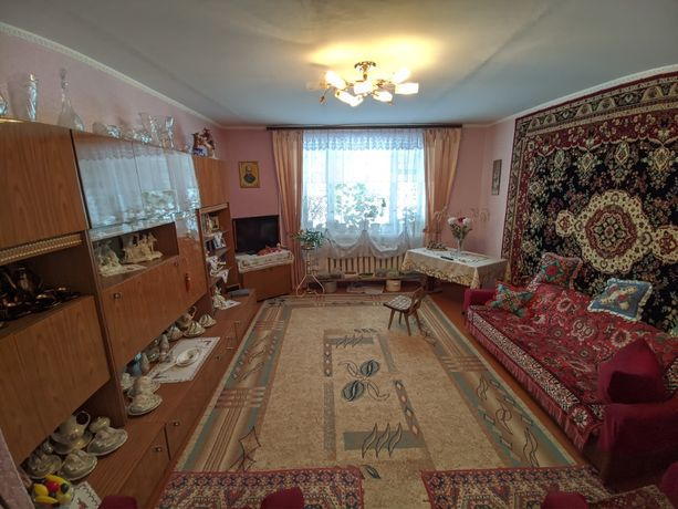 Продам 4-х кімнатну квартиру (Київська)