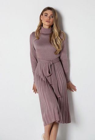 Трендовое трикотажное миди платье с плиссированной юбкой