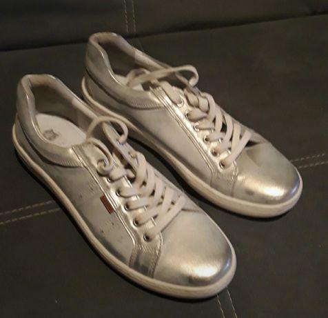 Sznurowane buty Lasocki 40