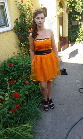 sukienka pomarańczowa kamienie
