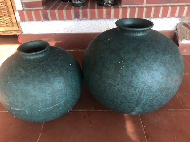 2 jarroes em ceramica redondos