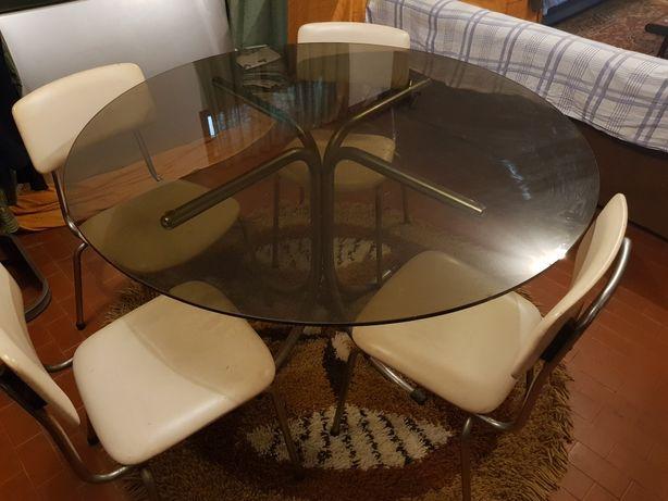 Mesa Vintage e 4 cadeiras anos 70. Diâmetro 1.20 m e 0.75 m de altura