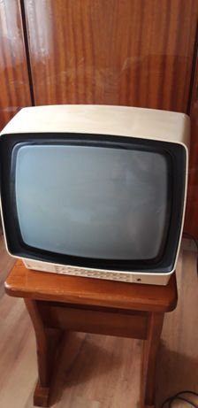 Telewizor turystyczny z czasów PRL