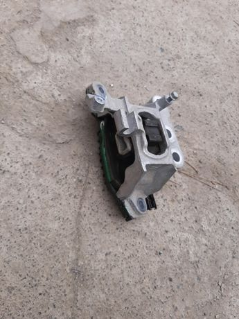 Подушка двигателя Шевролет вольт-Chevrolet Volt 16-18гг