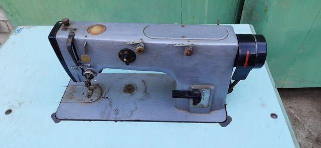 Электрическая швейная машинка 1022М