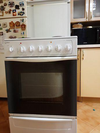 Електрическая плита indesit