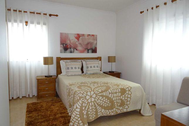 Apartamento T1 para alugar junto à praia.