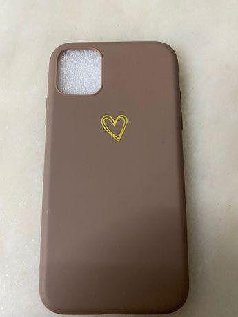 Capa IPhone 11 - Castanha com coração