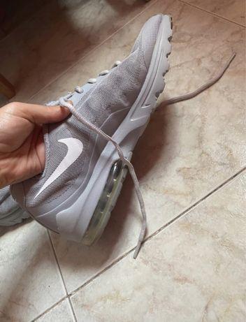Tenis Nike Cinzentos