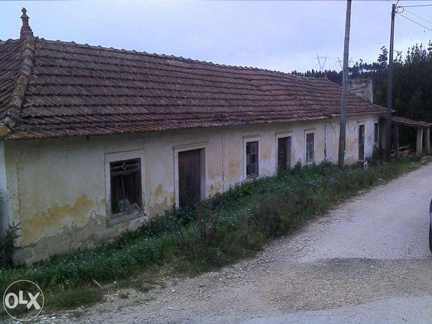 Casa para restaurar com 2800m2 de terreno - 10Km de Pombal.