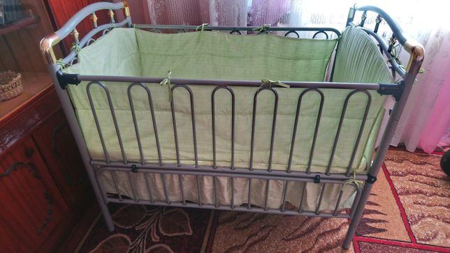Продам железную кроватку Geoby Tly 612