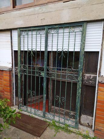 Portão / Porta / grades ferro