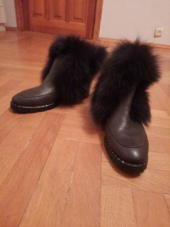 Продам ботинки зимние с натуральным мехом