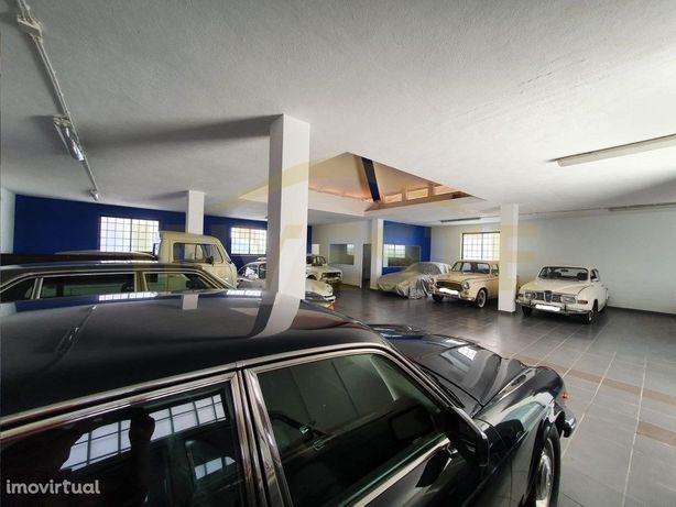 Garagem/ armazém para venda em Cascais.