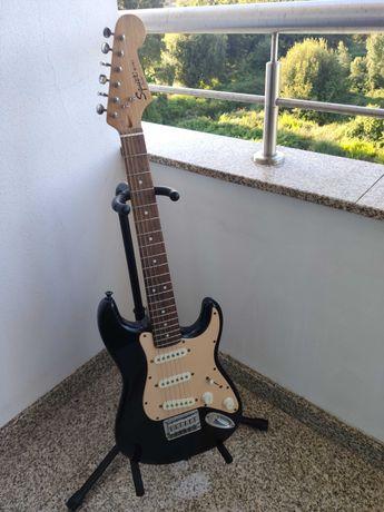 Guitarra Squier Mini Strat