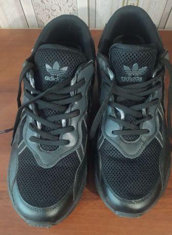 Кроссовки adidas мужские 45 розмер 28 см стелька