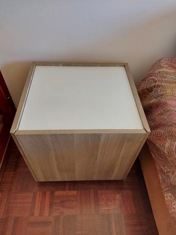 Mesa cabeceira IKEA
