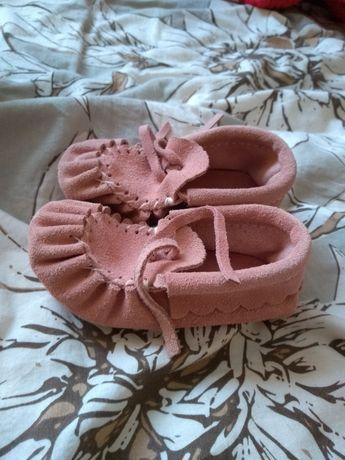 Nowe skórzane mokasyny dla dziewczynki niechodki. Modne pudrowe