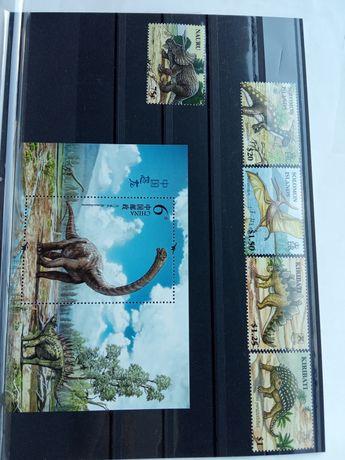 5 znaczków + jeden bloczek Dinozaury