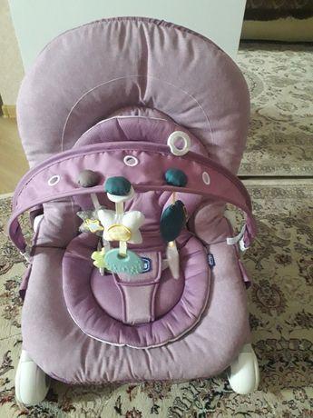 Продам кресло-качалку Chicco.