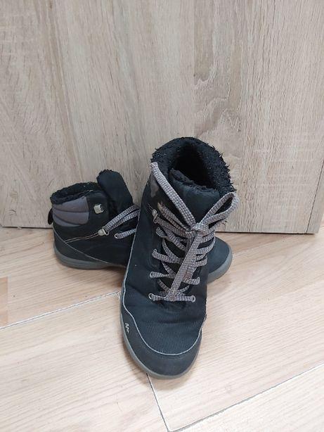 Czarne buty zimowe,wodoodporne,ocieplane,chłopięce Quecha wkładka 25cm