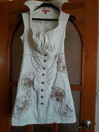 Летнее платье бежевого цвета, размер М