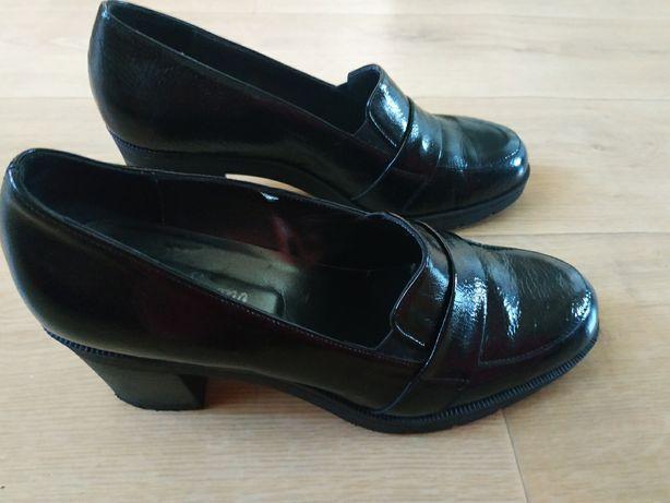 Шкіряні лакові туфлі 39