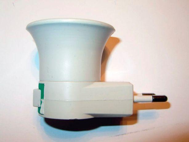 Светильник - патрон от розетки 220 V.(вольт).С кнопкой включения.