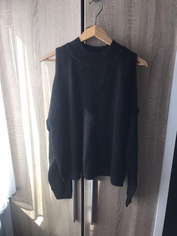 Czarny sweterek cold shoulder odkryte ramiona M