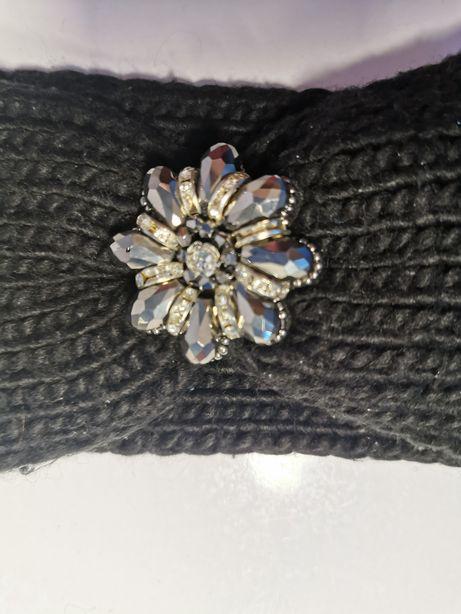 Opaska z piękną ozdobą ciepła na zimę/kolor czarny