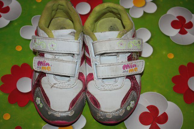 Кроссовки яркие для девочки р-28 в хорошем состоянии