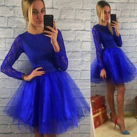 Красивое женское платье. Цвет электрик