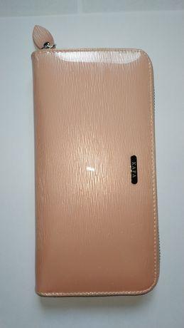Кошелек женский кожаный лаковый Kafa розовый