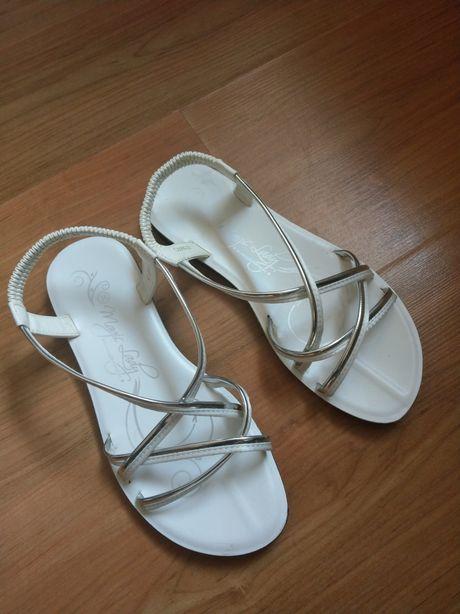 Sandały dziewczęce