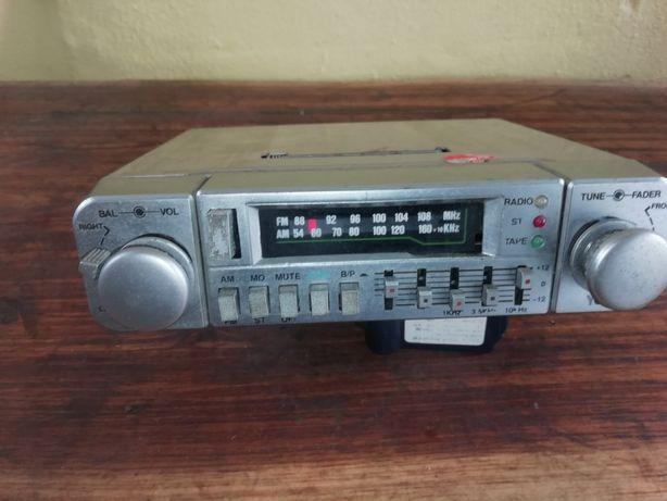 Antigo rádio YOKO com equalizador incorporado estrutura inox