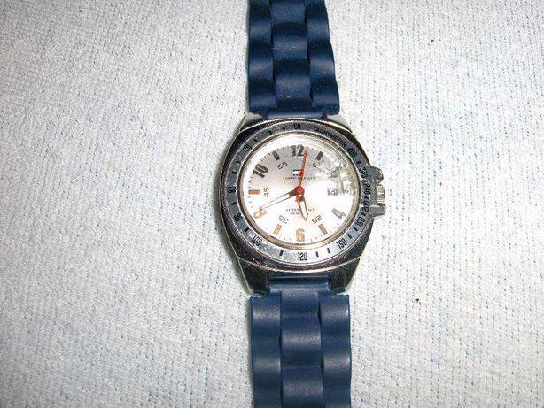 Relógio de Pulso TOMMY HILFIGER, com calendário e ponteiros luminosos