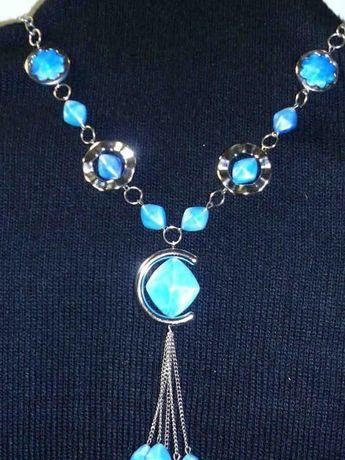 Naszyjnik kolor; srebrny turkus niebieski długi glamour