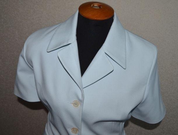 костюм с короткой юбкой