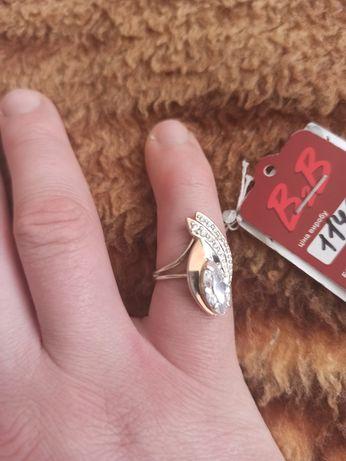 Продам кольцо серебряное с позолотой камень Фианит