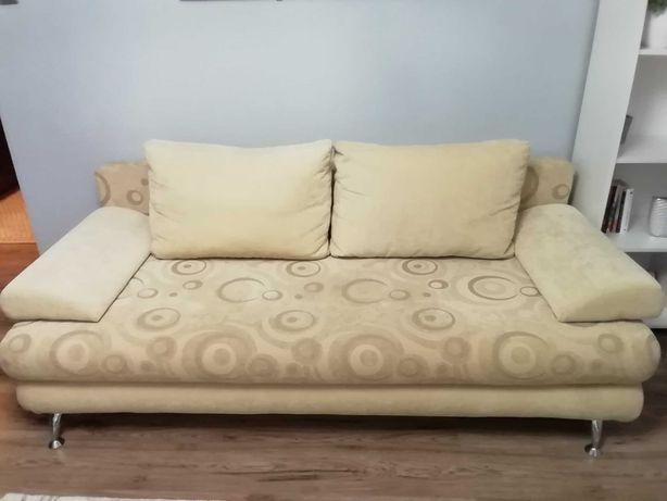 Sofa rozkładana w kolorze beżowym