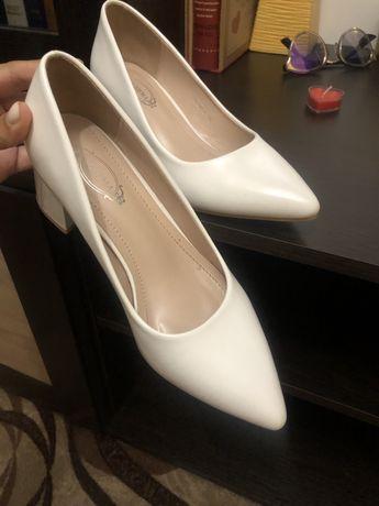 Білі туфлі 36 р