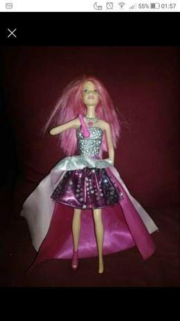 Barbie cantora