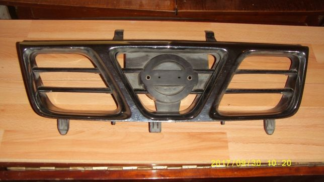 Решетка радиатора Nissan X Trail T30 оригинал