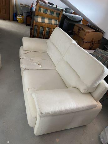 Sofa usado danificado nas partes visiveis