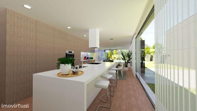 Moradia individual de 2 pisos nova em Adaúfe com piscina!