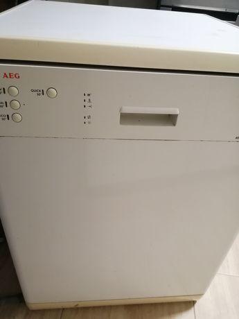 Máquina de lavar loiça AEG Favorite a funcionar