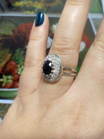 Серебряное кольцо с ониксом и цирконием 925пр, новое,  18.5р