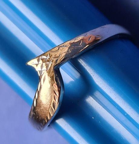 Złoty pierścionek bardzo ciekawy 1,33 gr.pr.585 - przepiękny!