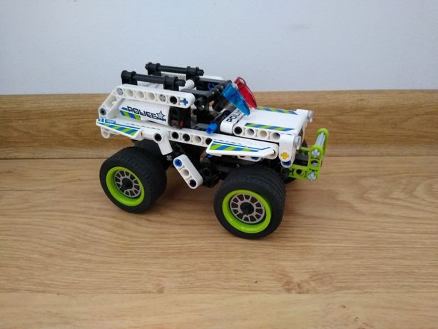 LEGO 42047 Technic Radiowóz Pościgowy
